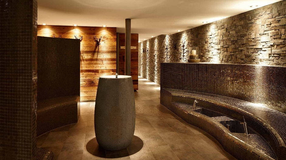 A luxury design hotel in brigels bergspa hotel la val for Hotel design grisons